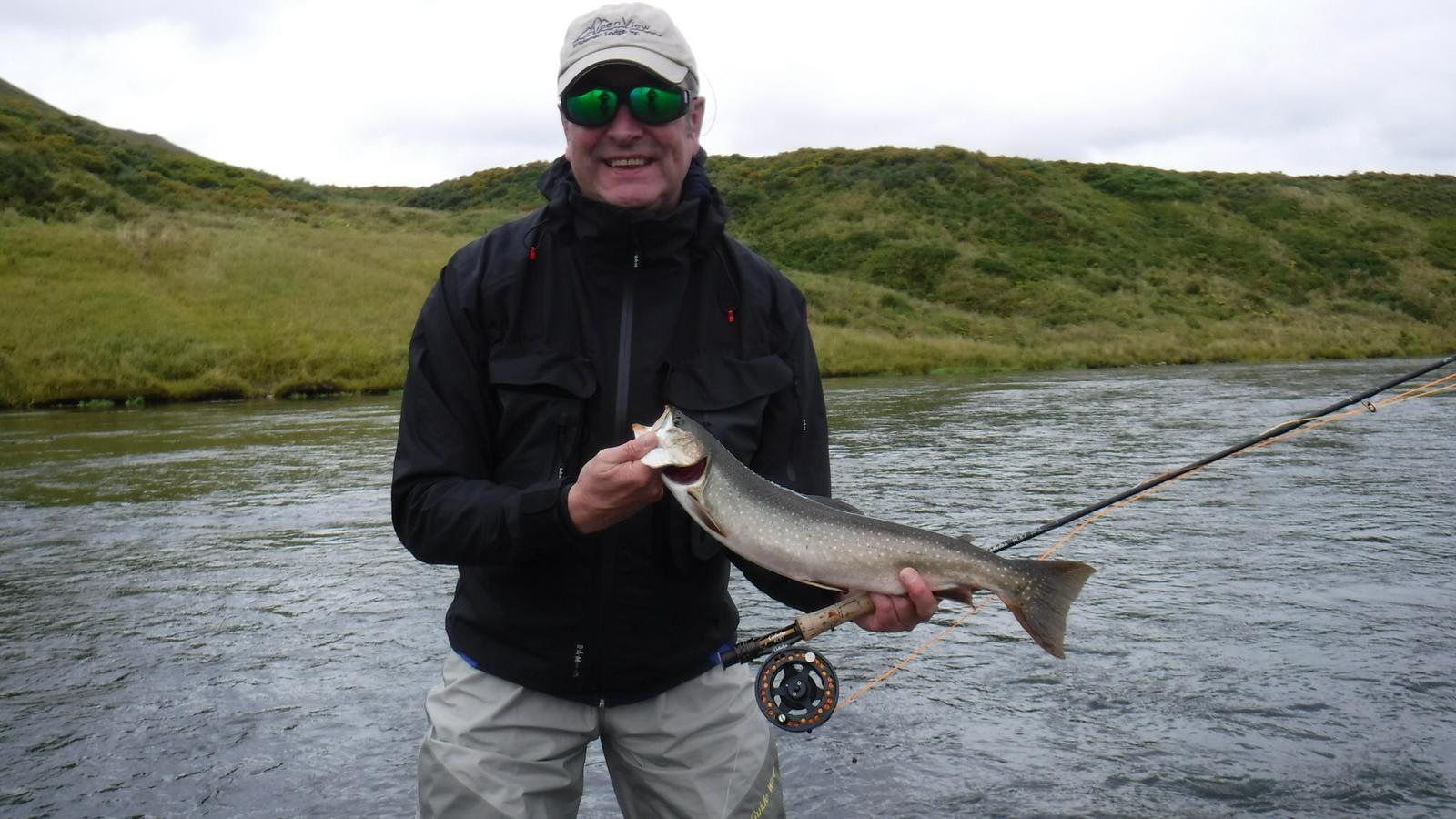 Udo Becker, Dolly Varde (Bachsaibling) mit Fliege, 53cm, im Ayakulik KodiakAlaska